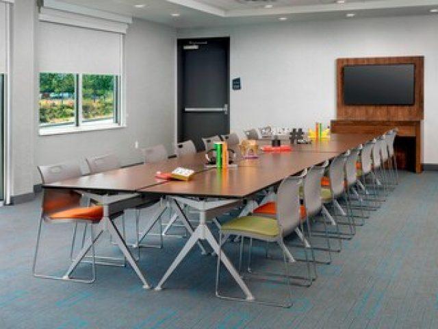 Aloft meeting room